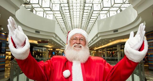 Papai Noel abre temporada de Natal em Brasília