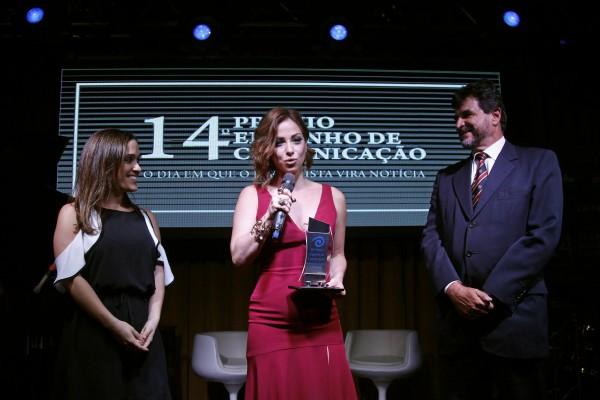 Leila Medeiros, do SBT, ganhou como a Melhor Apresentadora de 2017.