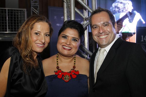 Adriana Nunes, a presidente do PrêmioEngenhoKátia Cubel e Adriano Siri.